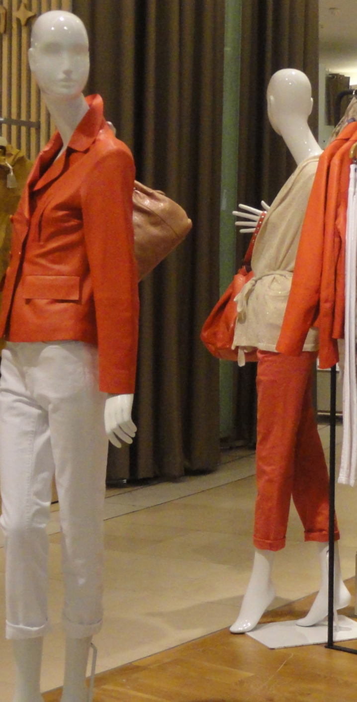 TRENDS IN STORE MANNEQUINS: News From Paris And London